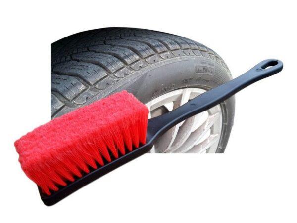 Krtača za čiščenje pnevmatik
